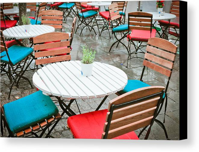 Al Fresco Canvas Print featuring the photograph Tables And Chairs by Tom Gowanlock