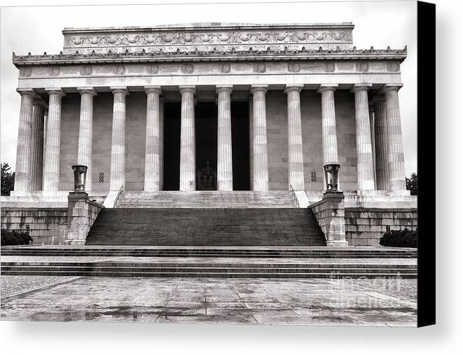 Washington Canvas Print featuring the photograph The Lincoln Memorial by Olivier Le Queinec