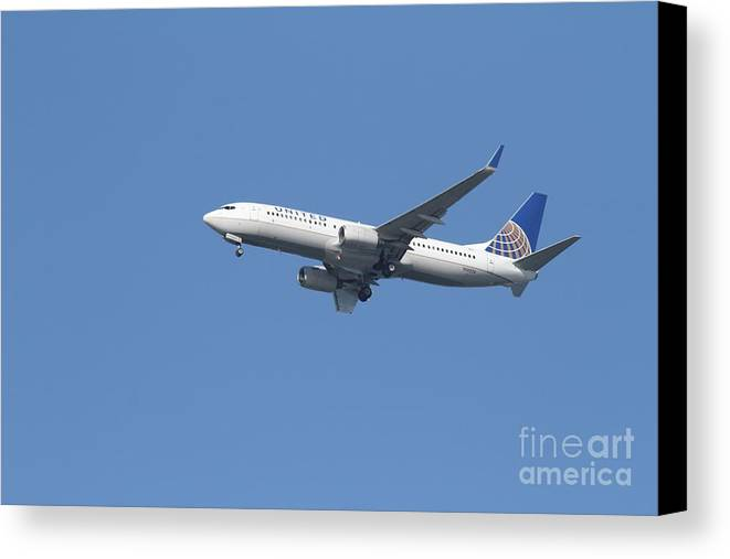 Transportation Canvas Print featuring the photograph United Airlines Jet 7d21942 by Wingsdomain Art and Photography
