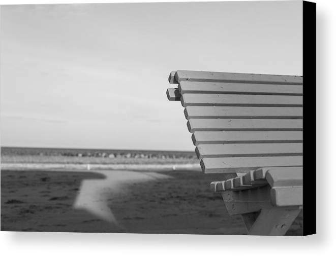 35mm Canvas Print featuring the photograph Waiting by Andrea Mazzocchetti