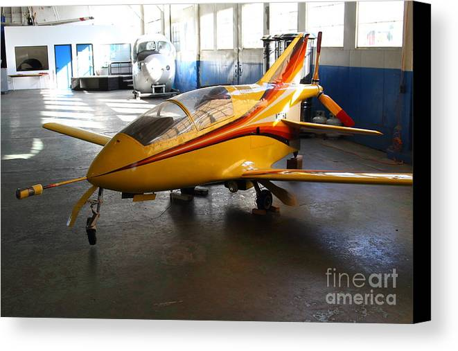 Airplane Canvas Print featuring the photograph Bede 5 . Bd5-b . Kit Airplane Using Honda And Mazda Engines . 7d11166 by Wingsdomain Art and Photography