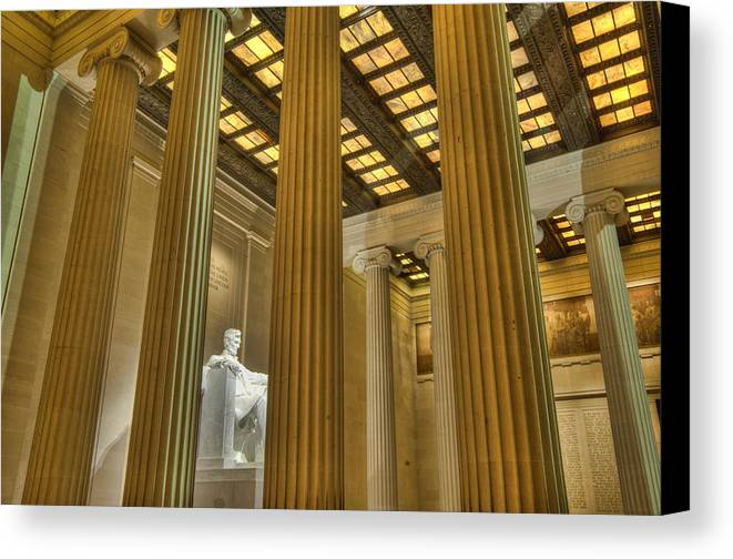 Lincoln Memorial Canvas Print featuring the photograph Lincoln Memorial by Jim Pearson