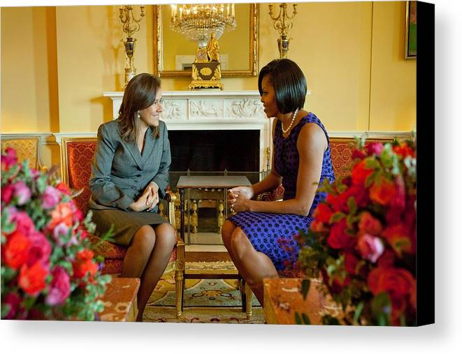 History Canvas Print featuring the photograph Michelle Obama Greets Mrs. Margarita by Everett