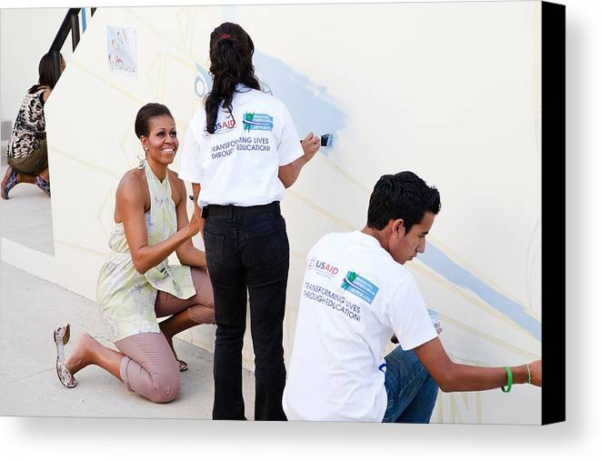 History Canvas Print featuring the photograph Michelle Obama Helps Paint A Mural by Everett