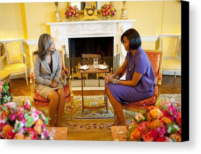 History Canvas Print featuring the photograph Michelle Obama Talks With Elizabeth by Everett