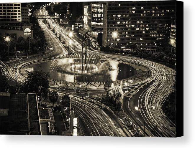 Horizontal Canvas Print featuring the photograph Selamat Datang Monument by David Fletcher