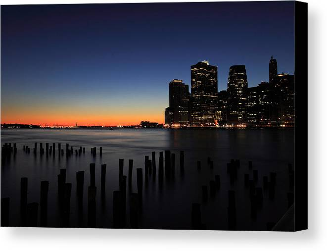 New York City Canvas Print featuring the photograph Sunset In Manhattan by Kean Poh Chua