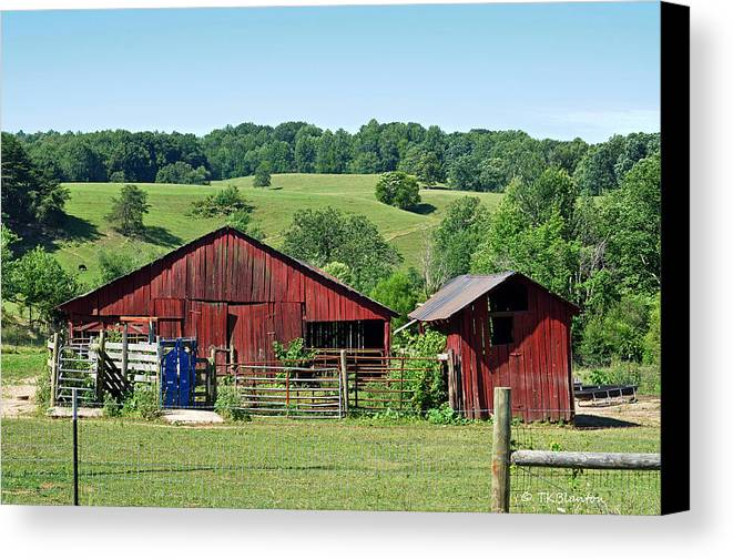 Teresa Blanton Canvas Print featuring the photograph Tennessee Barn 4 by Teresa Blanton