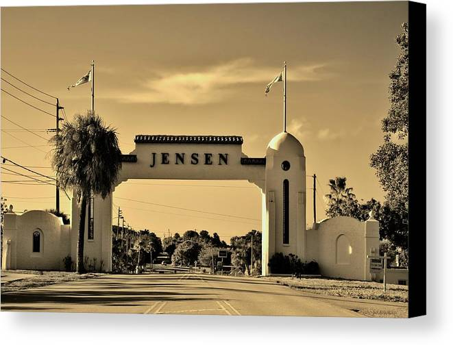 Jensen Beach Canvas Print featuring the photograph The Rio Arch by Don Youngclaus