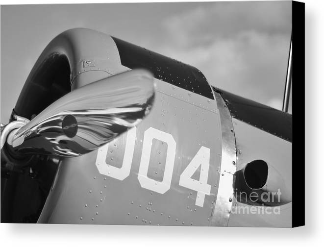 Vultee Bt-13 Valiant Canvas Print featuring the photograph Vultee Bt-13 Valiant In Bw by Lynda Dawson-Youngclaus