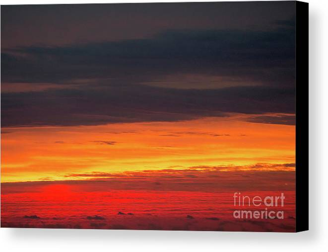 Glow Canvas Print featuring the photograph Fire by Robert Loe