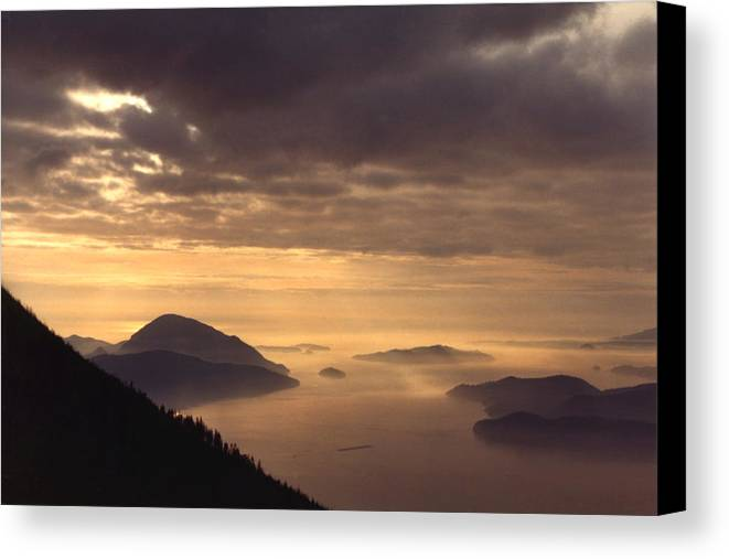 Landscape Canvas Print featuring the photograph Looking West by Lyle Crump