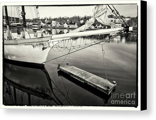 Mystic Ct Canvas Print featuring the photograph Mystic Ct 1 by Jack Paolini