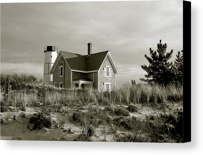 Sandy Neck Canvas Print featuring the photograph Sandy Neck Lighthouse by Charles Harden