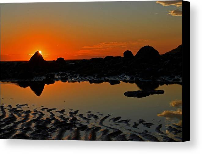 Cape Cod Bay Canvas Print featuring the photograph Break Of Day by Dianne Cowen