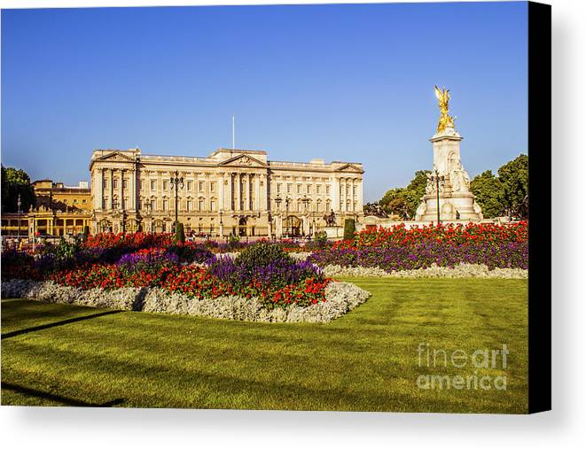 London Canvas Print featuring the photograph Buckingham Palace, London, Uk. by Nigel Dudson