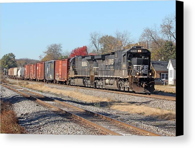 Norfolk Southern Canvas Print featuring the photograph Spartan Cab Dash 9 -- A Dying Breed by Joseph C Hinson Photography