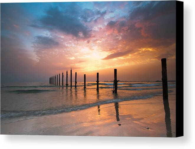 Horizontal Canvas Print featuring the photograph Fahaheel Sunrise Kuwait by Shahbaz Hussain's Photos