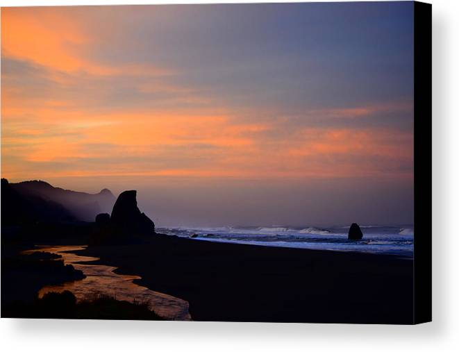 Sunrise Canvas Print featuring the photograph Gold Beach Sunrise by Renita Confer