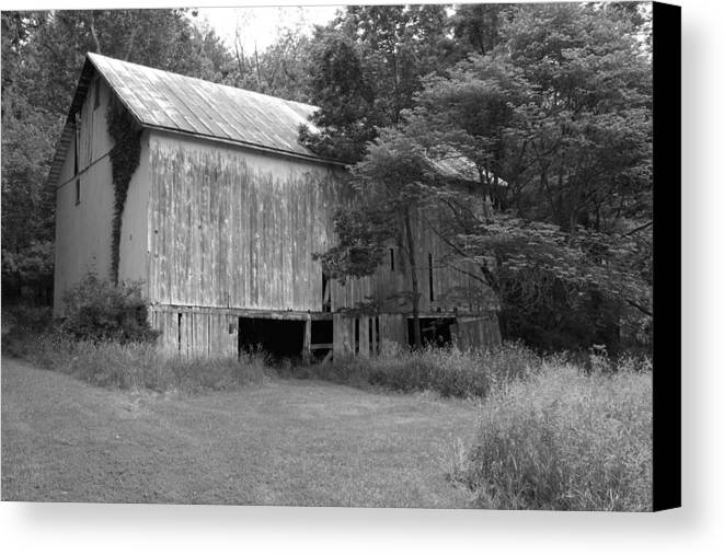 Barn Canvas Print featuring the photograph Granville Barn Bw by Jeff Roney