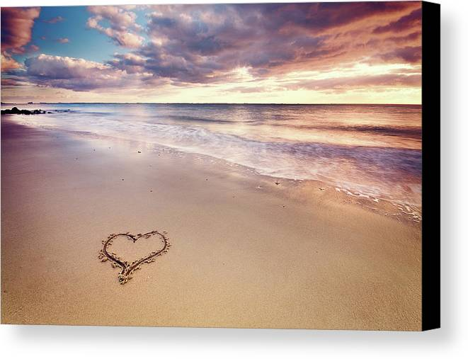 Horizontal Canvas Print featuring the photograph Heart On The Beach by Elusive Photography