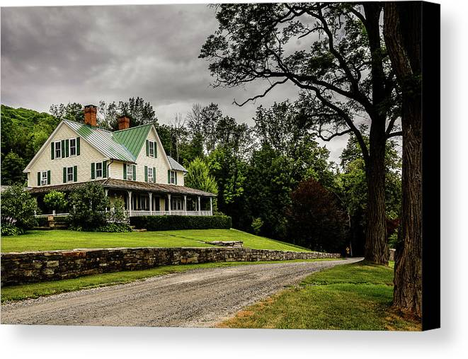 House Canvas Print featuring the photograph House by Victor Dossantos