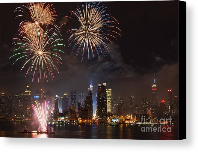 Clarence Holmes Canvas Print featuring the photograph Hudson River Fireworks Iv by Clarence Holmes
