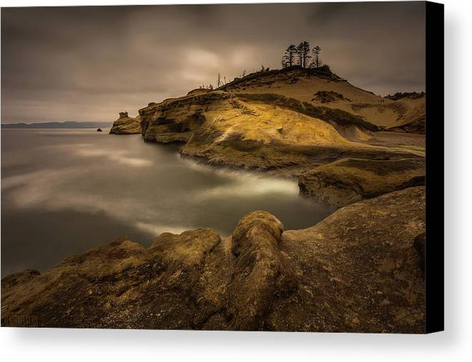 Cliff Canvas Print featuring the photograph Kiwanda Showin Off by Calazone's Flics