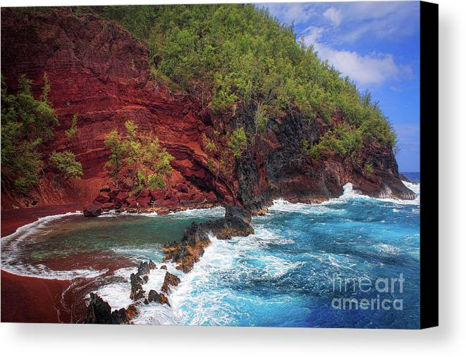 America Canvas Print featuring the photograph Maui Red Sand Beach by Inge Johnsson