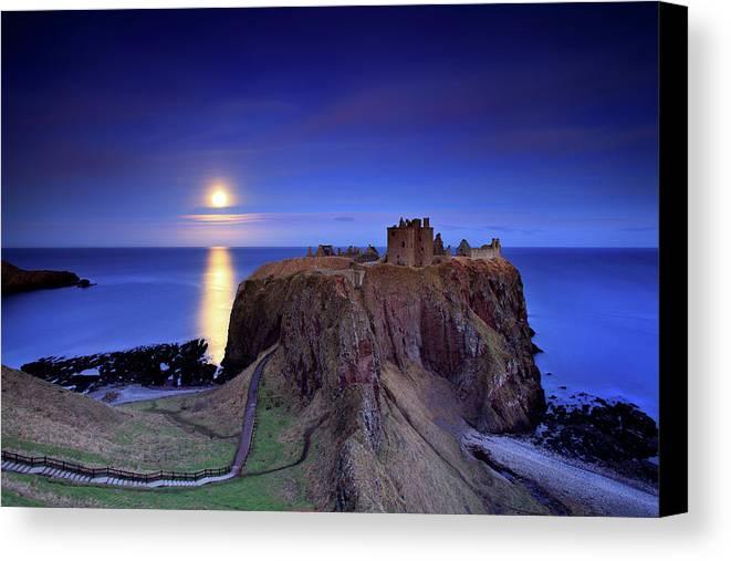 Horizontal Canvas Print featuring the photograph Moonrise Dunnottar Castle Aberdeenshire Scotland by Angus Clyne