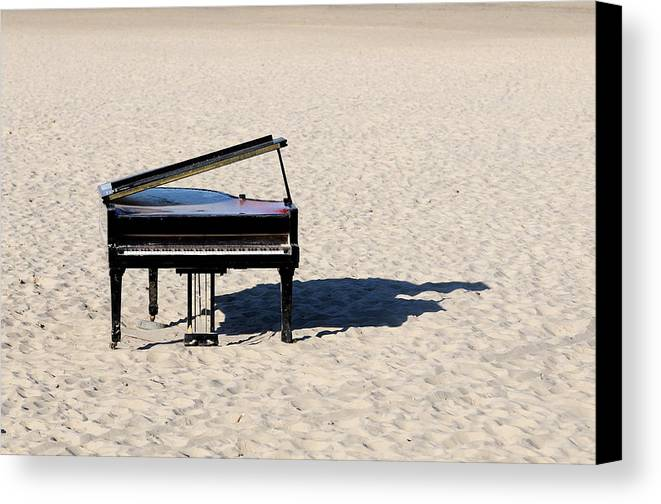 Horizontal Canvas Print featuring the photograph Piano On Beach by Hans Joachim Breuer