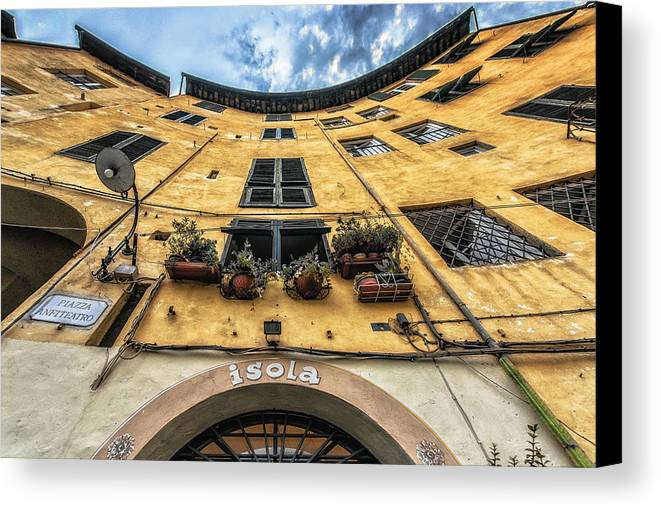 Contra Mergulho Canvas Print featuring the photograph Piazza Dell'anfiteatro, Lucca, Italy by Sanchez PhotoArt