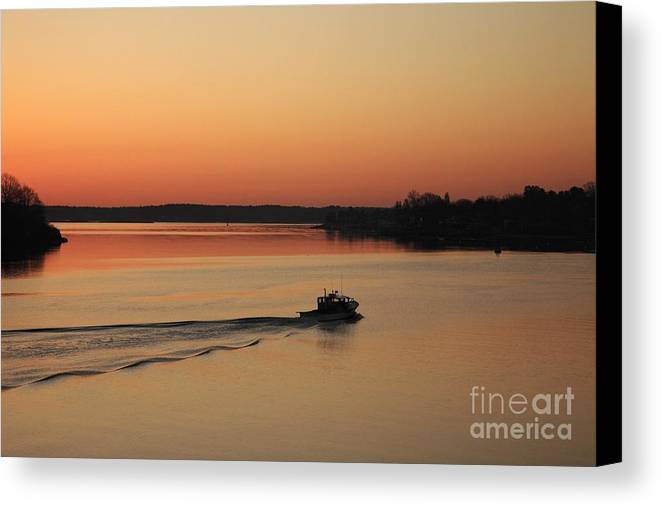 Harbor Canvas Print featuring the photograph Portsmouth Harbor - Portsmouth New Hamphire Usa by Erin Paul Donovan