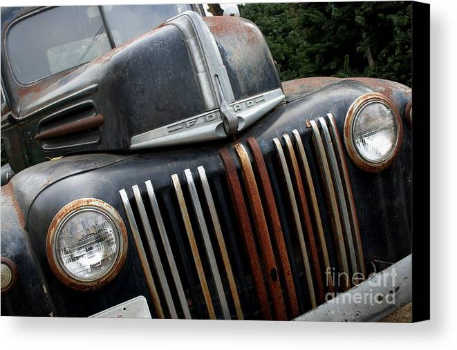 Transportation Canvas Print featuring the photograph Rusty Old Ford Truck - Img4413 by Wingsdomain Art and Photography