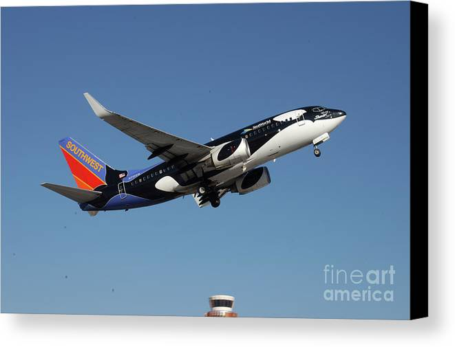 Boeing Canvas Print featuring the photograph Soouthwest Airlines 737-700 by Jeremy Irish