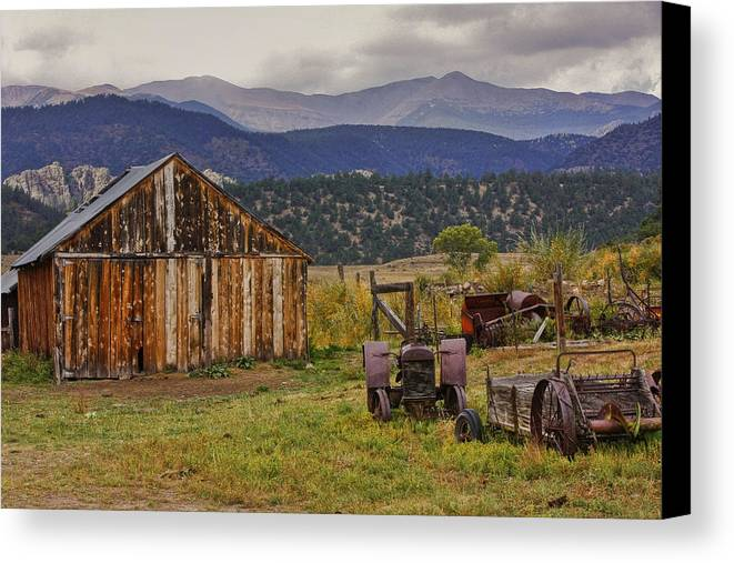 Black Mesa Canvas Print featuring the photograph Spanish Peaks Ranch 2 by Charles Warren