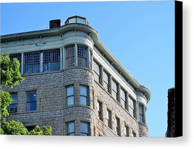 Basin Park Hotel Canvas Print featuring the photograph Todays Art 1249 by Lawrence Hess