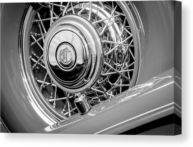 1931 Chrysler Cg Imperial Dual Cowl Phaeton Spare Tire Emblem Canvas Print featuring the photograph 1931 Chrysler Cg Imperial Dual Cowl Phaeton Spare Tire Emblem by Jill Reger