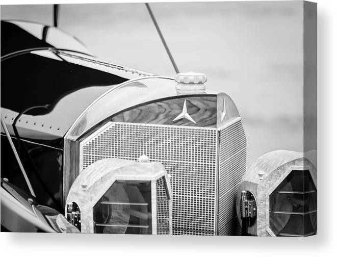 Mercedes-benz Grille Canvas Print featuring the photograph Mercedes-benz Grille by Jill Reger