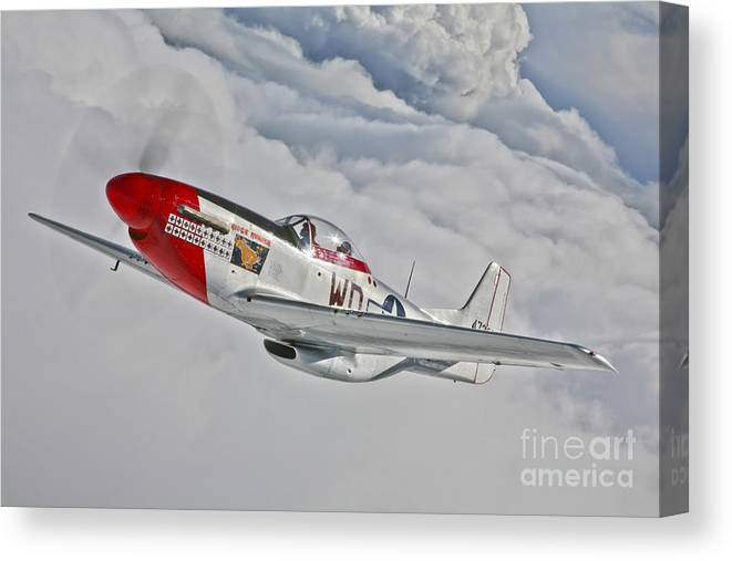 Horizontal Canvas Print featuring the photograph A P-51d Mustang In Flight by Scott Germain