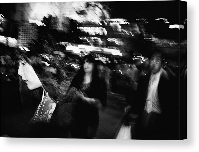 Street Canvas Print featuring the photograph Untitled by Tatsuo Suzuki