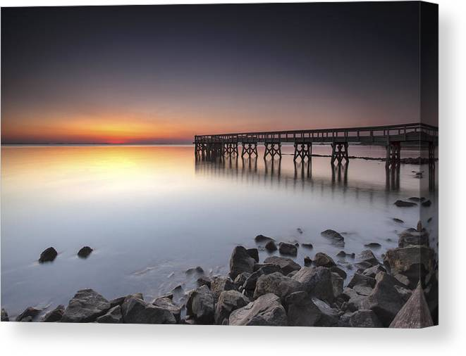 Down's Park Canvas Print featuring the photograph Breaking The Line by Edward Kreis