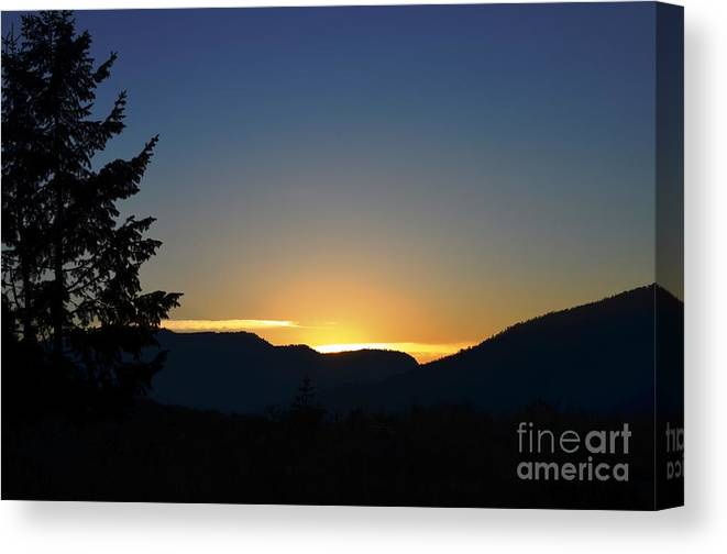 Sunrise Canvas Print featuring the photograph Gros Ventre Sunrise by Deanna Cagle
