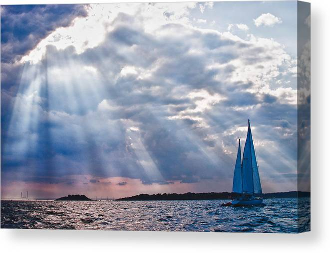 Salem Canvas Print featuring the photograph Heading Home by Jeff Folger