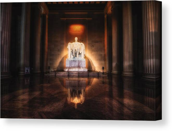 Lincoln Memorial Canvas Print featuring the photograph Lincoln Memorial by Daniel Potter
