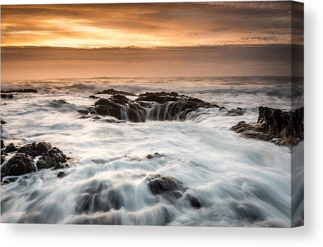 Newport Canvas Print featuring the photograph Thor's Well by Mike Walker