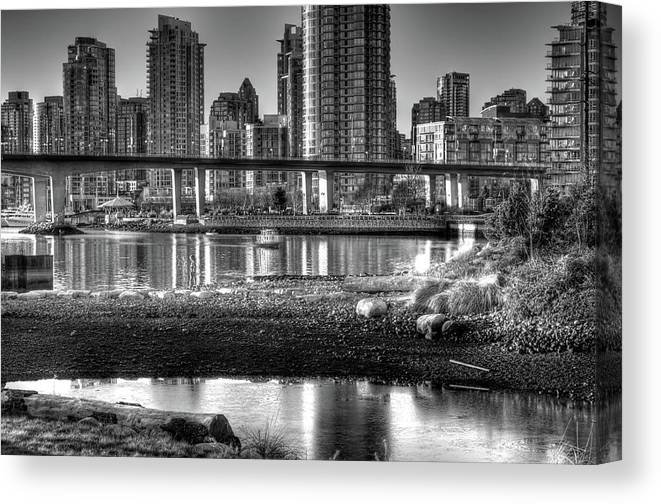 Horizontal Canvas Print featuring the photograph Cambie Street Bridge by Bal Kang
