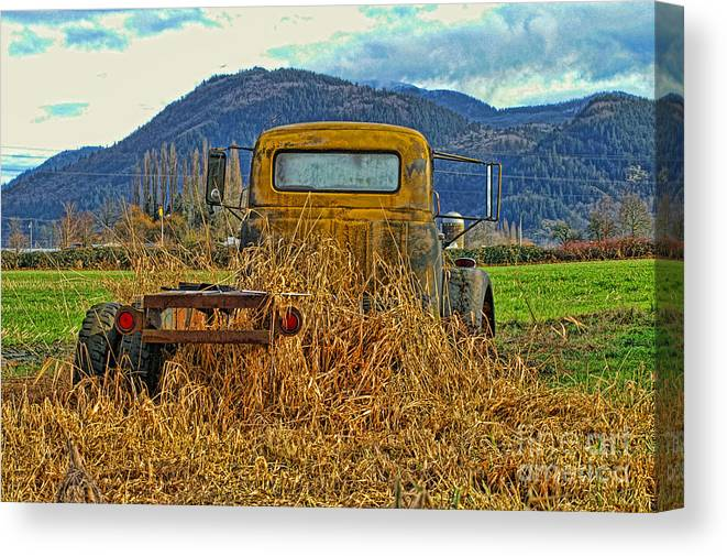 Trucks Canvas Print featuring the photograph Caoc2007-08 by Randy Harris