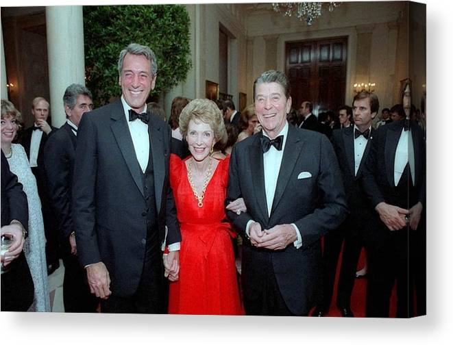 History Canvas Print featuring the photograph President Reagan And Nancy Reagan by Everett