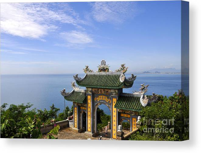 Linh Ung Archway Canvas Print featuring the photograph Archway By The Sea by Andrew Dinh